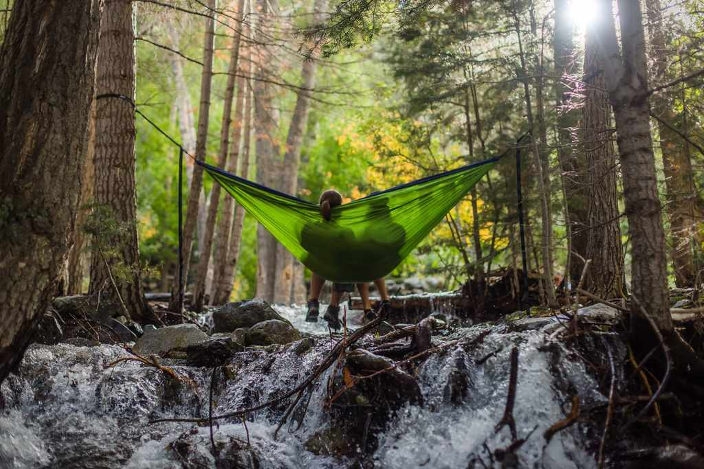 hamak-w-lesie-odpowiedzialne-podrozowanie-fair-travel