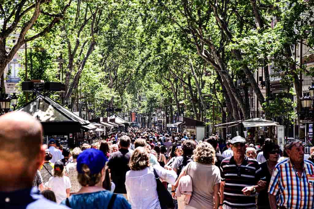 barcelona-tlumy-masowa-turystyka-fair-travel-odwaz-sie-wiedziec