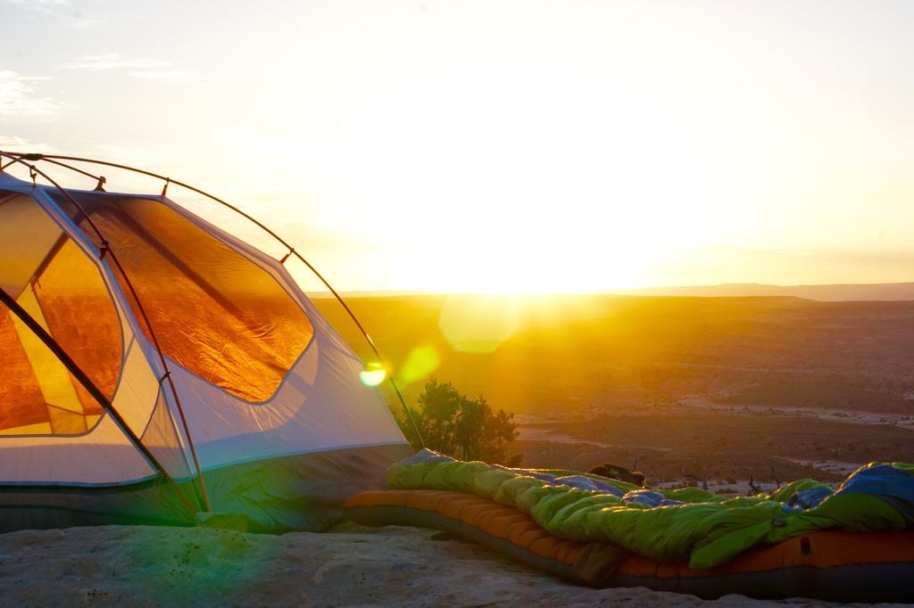 minimalizm-w-podrozy-namiot-odwaz-sie-wiedziec-fair-travel-event