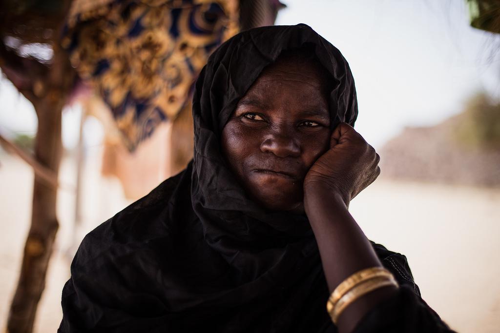storytelling-w-fotografii-kobieta-tuareg-sahara-odwa-sie-wiedziec-fair-travel-event
